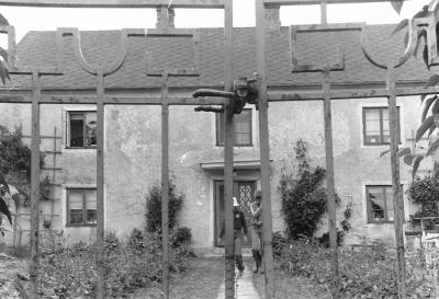 1975. Sven Håkanssons barn Magdalena och Fredrik