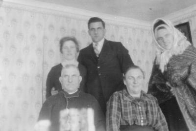 Husarveborna på 30-talet: Signe, Gustav, Edit (Håkansson) och Edvard med fru Anna.