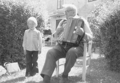 Husarn 1975 (pojken okänd).
