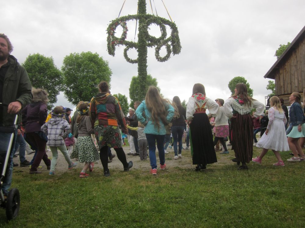 Juni: midsommar vid Kluckartäppu